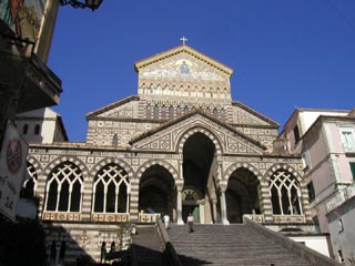 800px-Duomo_di_amalfi.jpg