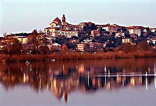 castiglione_del_lago_panorama.jpg