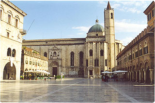 ascoli-piceno-piazza.jpg