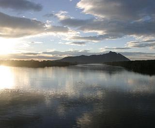 alba sul lago di paola