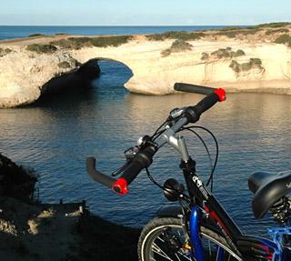 in bici sulla costa del sinis